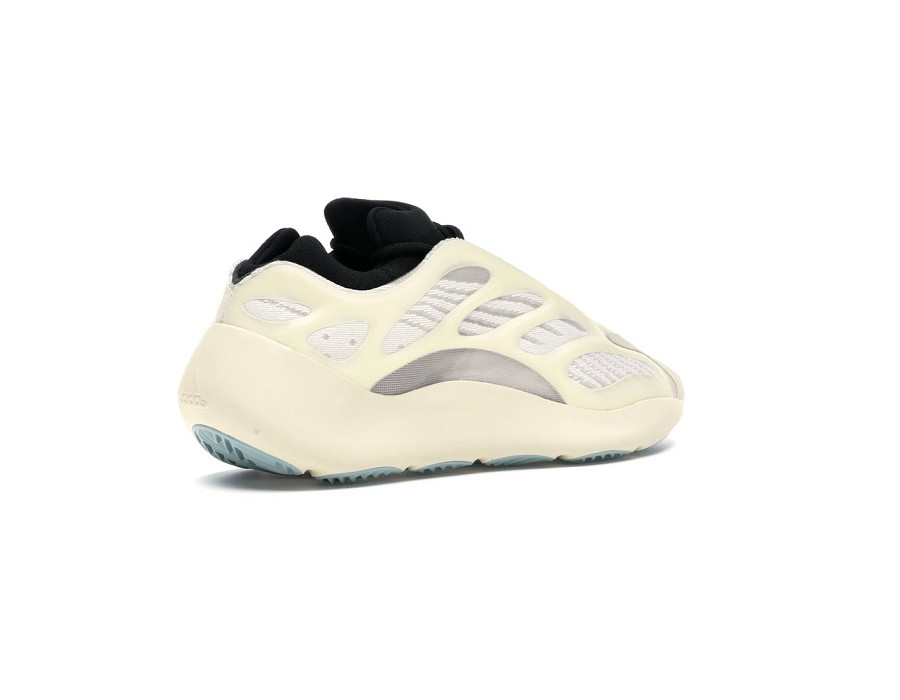 Женские кроссовки Adidas Yeezy Boost 700 V3 Azael бежевые