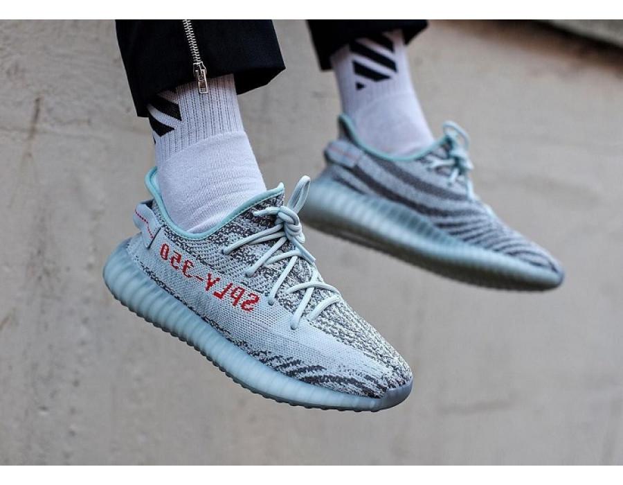 Женские кроссовки Adidas Yeezy Boost 350 V2 Blue Tint серо-голубые